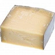Сыр твердый «Выдержанный» 45%, 1 кг., фасовка 0.2-0.3 кг