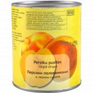 Персики половинками