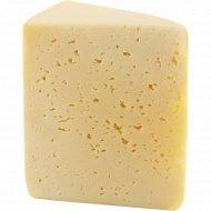 Сыр полутвердый «Сибирский» 50%, 1 кг., фасовка 0.3-0.4 кг