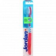 Зубная щетка «Jordan» Target Teeth & Gums, средняя жесткость.