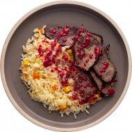 Ростбиф из говядины с вишневым соусом и рисом с овощами, 1/120/30/150 .