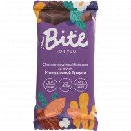 Батончик орехово-фруктовый «Take a Bite» миндаальный брауни, 35 г.