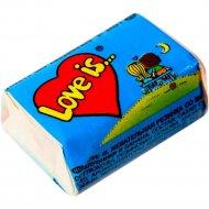 Жевательная резинка «Love is…» со вкусом банана и клубники, 4.2 г.