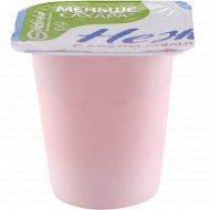 Продукт йогуртный «Нежный» с соком малины и земляники, 1.2 %, 100 г.
