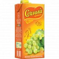 Сокосодержащий напиток «Сочный витамин» яблоко-белый виноград, 1.95 л
