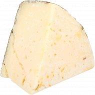 Сыр твердый овечий «Vega» с розмарином, 50%, 1 кг, фасовка 0.1-0.3 кг