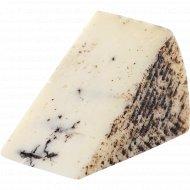 Сыр твердый «Вега» с трюфелем, 50%, 1 кг, фасовка 0.1-0.2 кг