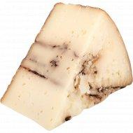 Сыр твердый овечий «Vega Sotuelamos» 50%, с черным чесноком, 1 кг, фасовка 0.1-0.2 кг