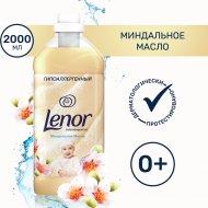Концентрированный кондиционер для белья «Lenor» миндальное масло 2 л.