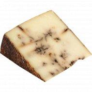 Овечий сыр «Curado» с чёрным чесноком, 49%, 1 кг., фасовка 0.2-0.3 кг