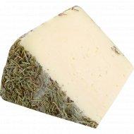 Овечий сыр «Romero» с розмарином, 51%, 1 кг., фасовка 0.1-0.2 кг