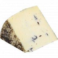 Овечий сыр с трюфелем, 64%, 1 кг., фасовка 0.15-0.25 кг