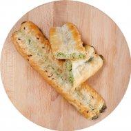 Булочка слоеная «Трубочки Роллини с сыром «Брынза» и шпинатом» 90 г.