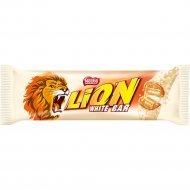 Вафельный батончик «Lion» белый с карамелью и хлопьями, 42 г.