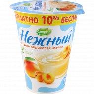Продукт йогуртный «Нежный» с соком абрикоса и манго 1.2 %, 320 г.