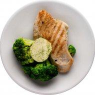 Стейк из индейки с зеленым маслом и капустой брокколи, 100/150/20 г.