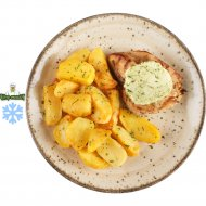 Стейк из цыпленка с зеленым маслом и картофельными дольками , 100/150/20 г.