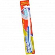 Зубная щетка «Total Care» средней жесткости.