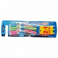Зубная щетка «Aquafresh» Medium In-between Clean 2 + 1 шт.
