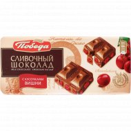 Щоколад молочный «Победа» сливочный с кусочками вишни, 100 г.