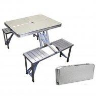 Складной стол и стулья.