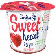 Йогурт двухслойный «Sweet heart» клубника, 2.5%, 150 г.