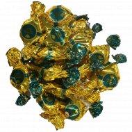 Конфеты «Золотая лилия» с цельным орехом, 1 кг., фасовка 0.3-0.35 кг