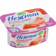 Продукт йогуртный «Нежный сливочный» с соком клубники, 5%, 110 г.