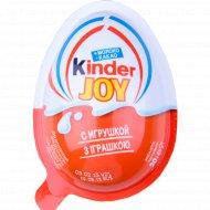 Кондитерское изделие Kinder Joy c игрушкой.