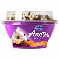 Йогурт «Савушкин» со вкусом «Пломбир» и хрустящие шарики, 5 %, 105 г.