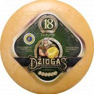 Сыр «Джюгас Piquant» твердый 40%., фасовка 0.25-0.3 кг