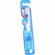 Зубная щетка «Oral-B» 3D White.