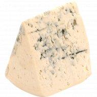 Сыр полутвердый «Лазур» с благородной плесенью, 50 %, 1 кг., фасовка 0.3-0.4 кг
