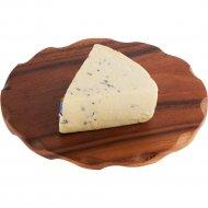 Сыр «Молодея» с голубой плесенью Рокфорти, 55%, 1 кг, фасовка 0.15-0.16 кг