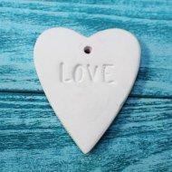 Подвеска «Сердце с надписью love».