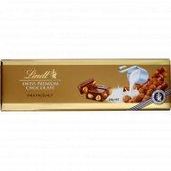 Шоколад молочный «Lindt» с цельным фундуком, 300 г.