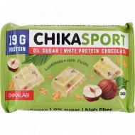 Шоколад белый «Chikalab» с фундуком и кукурузными чипсами, 100 г.