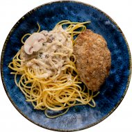 Котлеты рубленые мясные с макаронами и грибным соусом, 100/120/30.